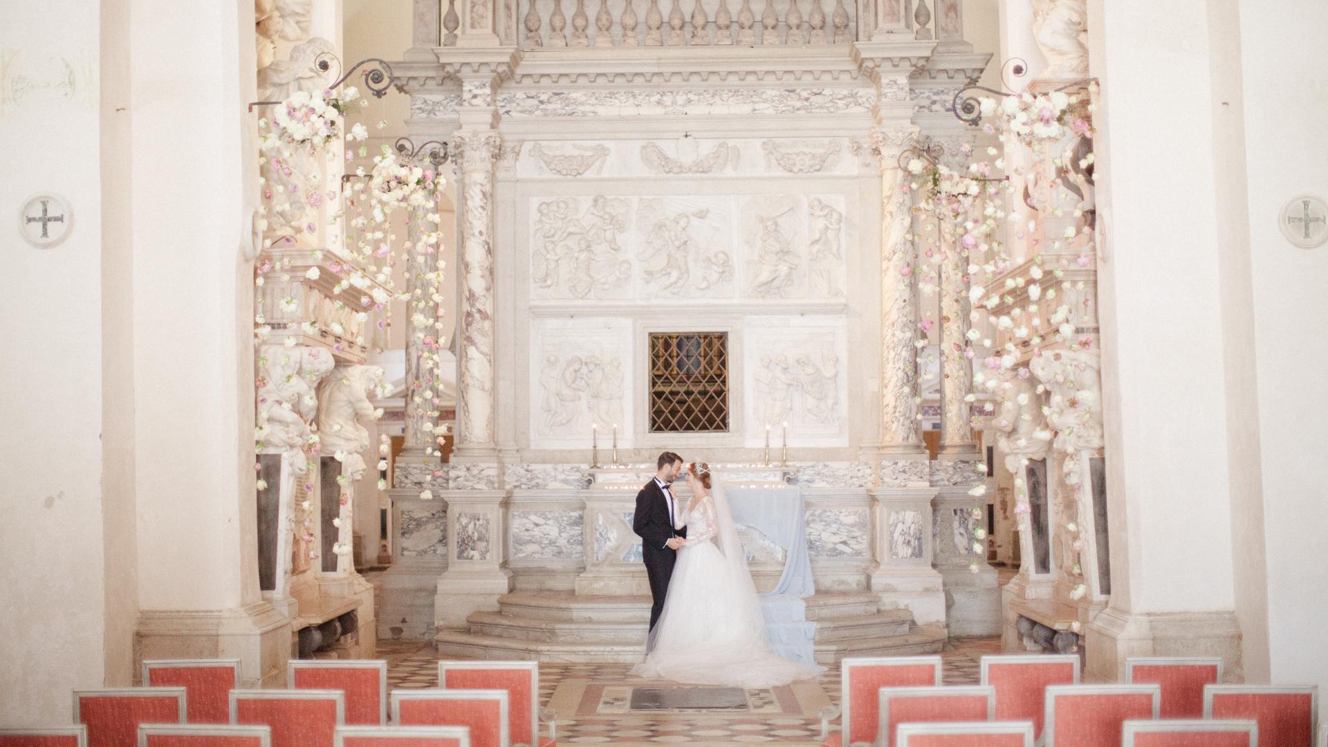 Cerimonia da favola nella chiesa del San Clemente Palace Kempinski