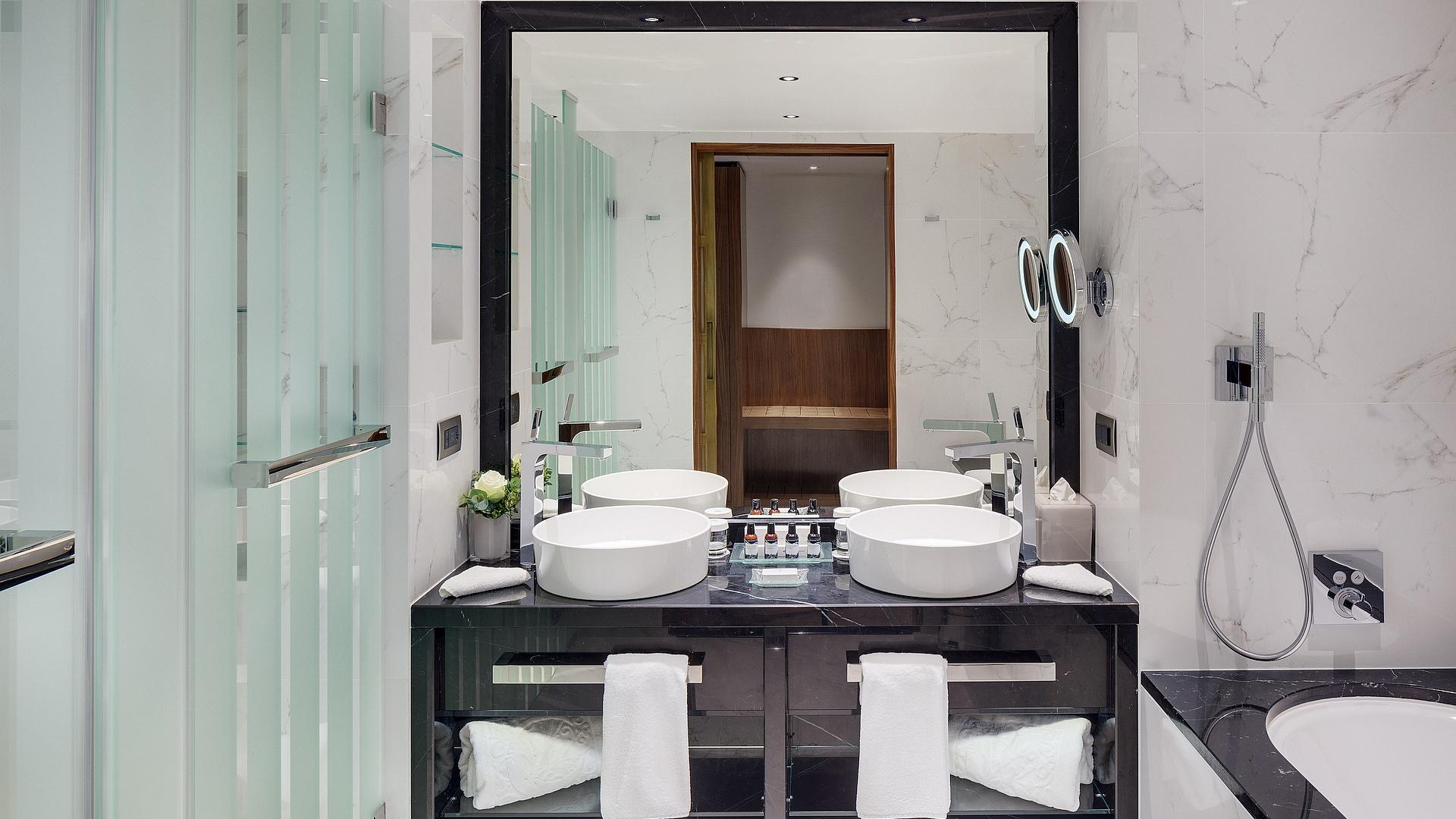 Premium Grand Deluxe Room - Bathroom